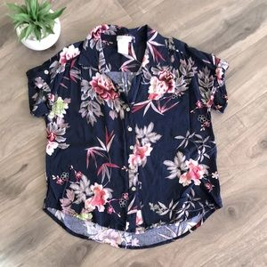 🔥4 for $25🔥 GUILTY Navy floral top - EUC 🌸